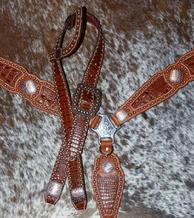 Bling tack set w. belt style headstall and single ear.